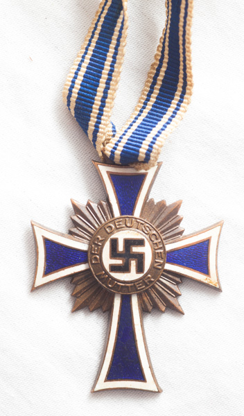 WW2 German Mothers Cross in bronze.