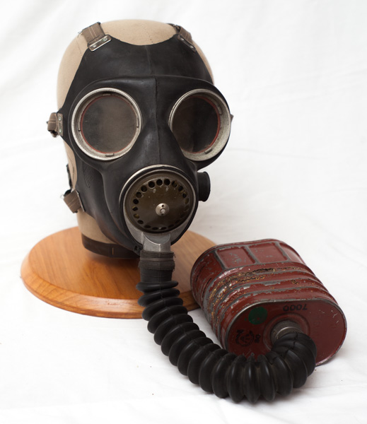 WW2 Canadian gas mask dated 1942